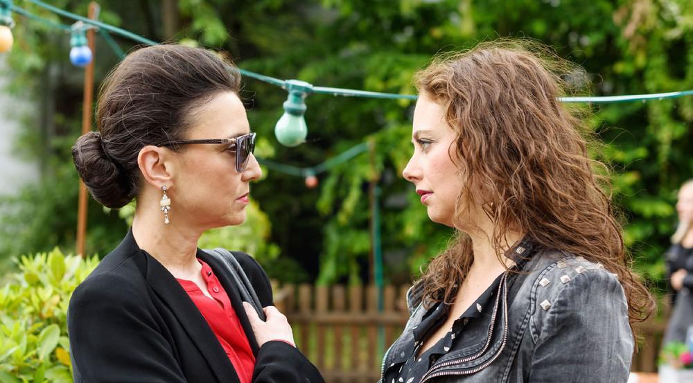 """""""Alles was zählt"""": Carmen wirft Simone vor, Ben und Richard endgültig auseinander getrieben zu haben"""