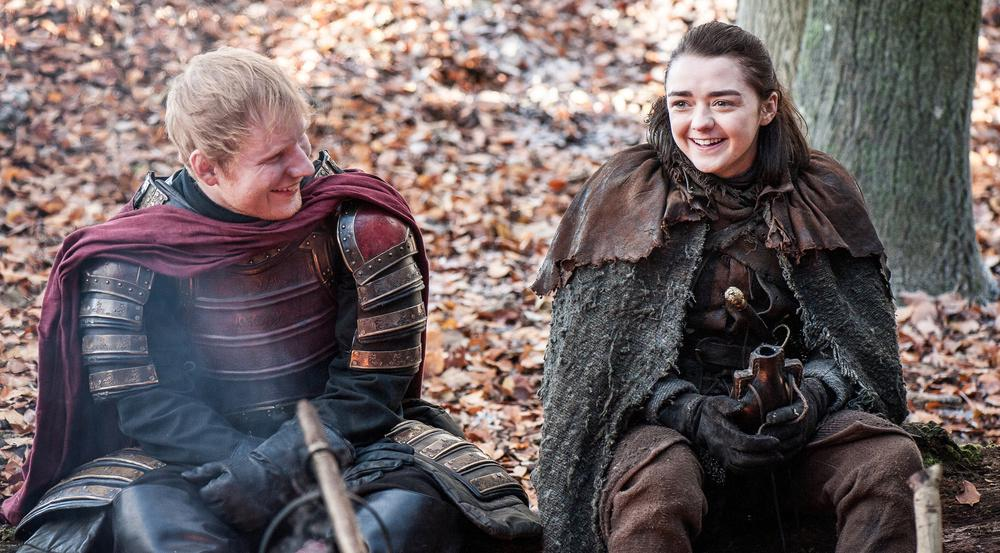 "Ed Sheeran mit Maisie Williams in ""Game of Thrones"""