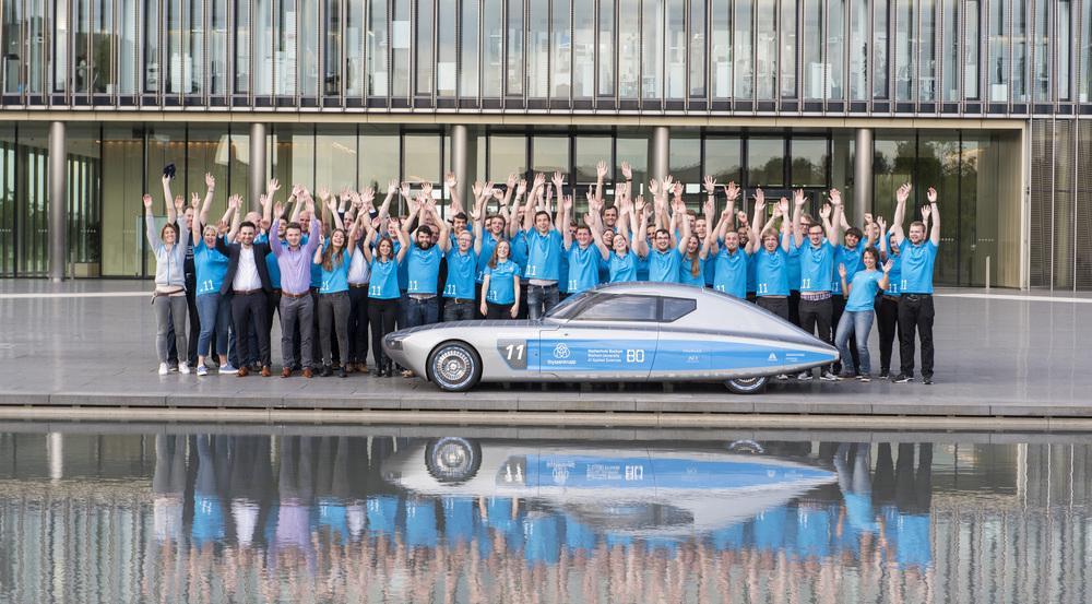 """Er ist blau, er ist futuristisch, er ist öko - der """"thyssenkrupp blue.cruiser"""""""