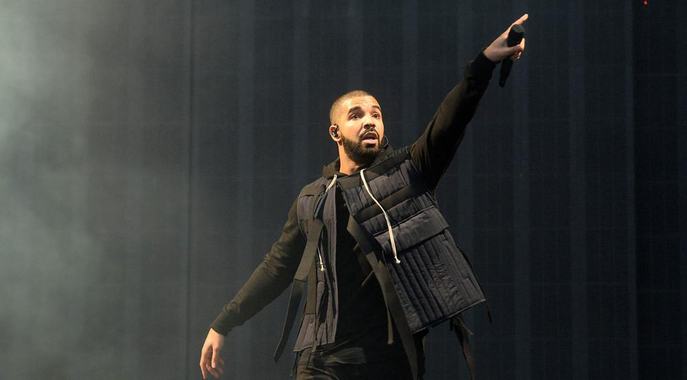 Da sangen die Fans bestimmt aus Leibeskräften mit: Ein Überrschungsauftritt von Drake brachte das Publikum zum Ausrasten