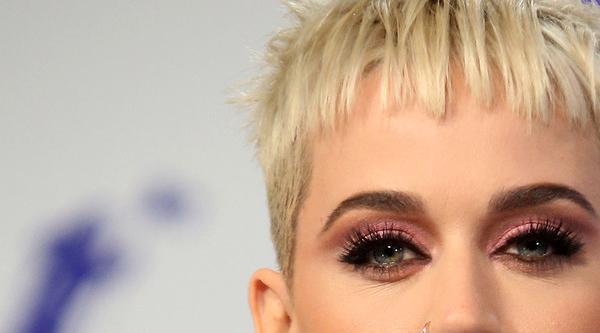 Eine Helferin verletzte sich auf Katy Perrys Tour schwer am Fuß