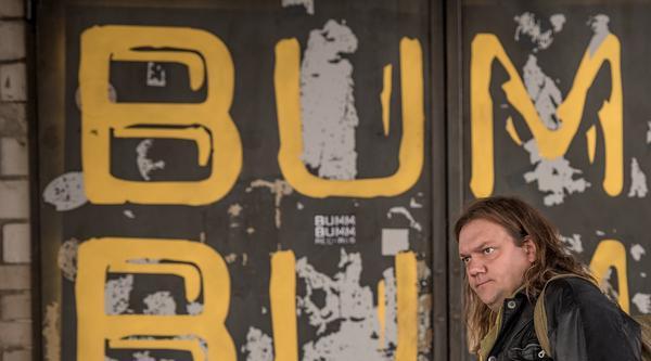 Resigniert kommt Karl Schmidt in Berlin an