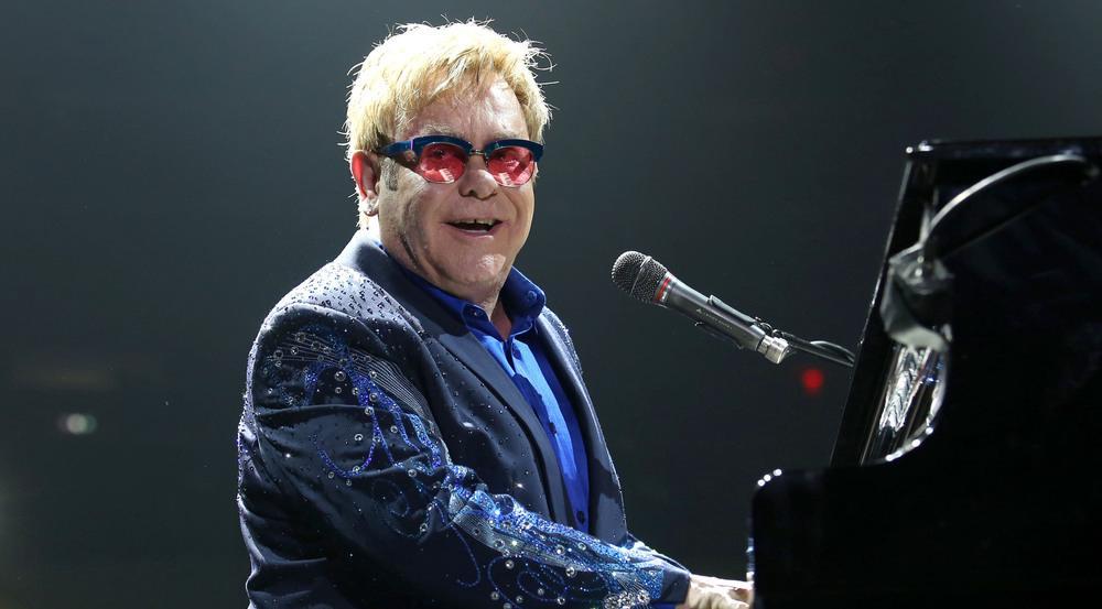 Auf den Besuch von Elton John werden sich die Fans aus Hamburg noch bis Ende des Jahres gedulden müssen