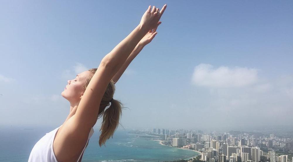 Karlie Kloss hat Yoga bereits als Ausgleich zum stressigen Model-Alltag für sich entdeckt