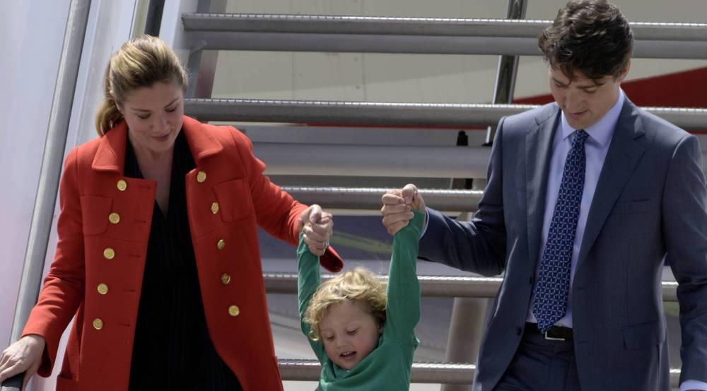 Süßer Moment: Justin Trudeau und Ehefrau Sophie Grégoire lassen Sohnemann Hadrien die Gangway hinunter schweben