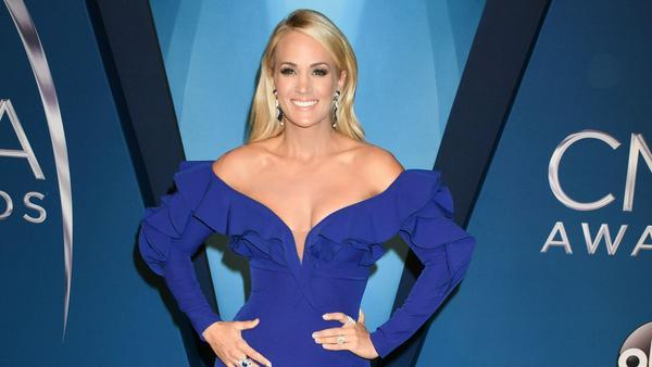Eines der unzähligen Outfits von Carrie Fisher für die CMAs