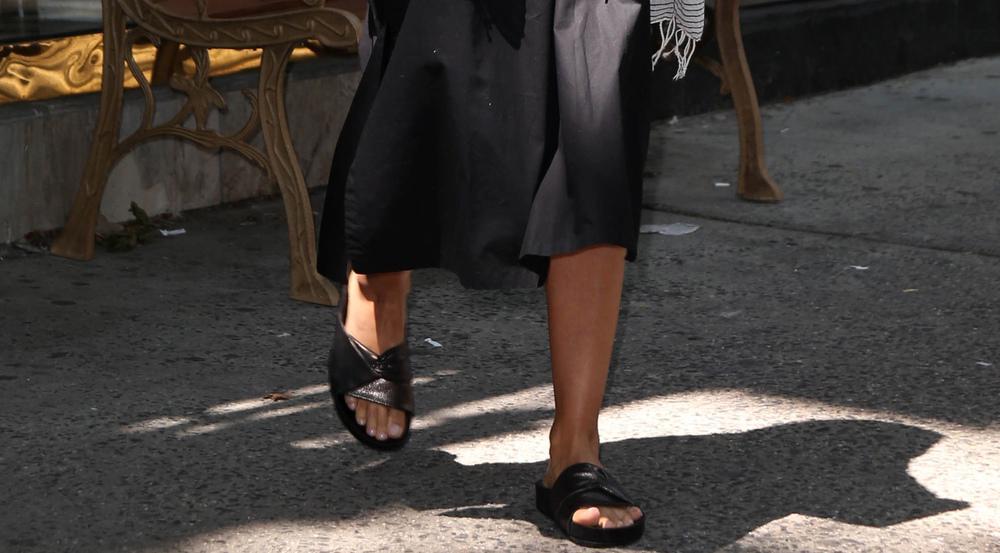 Jessica Alba ist ein Fan der angesagten Pool Slides