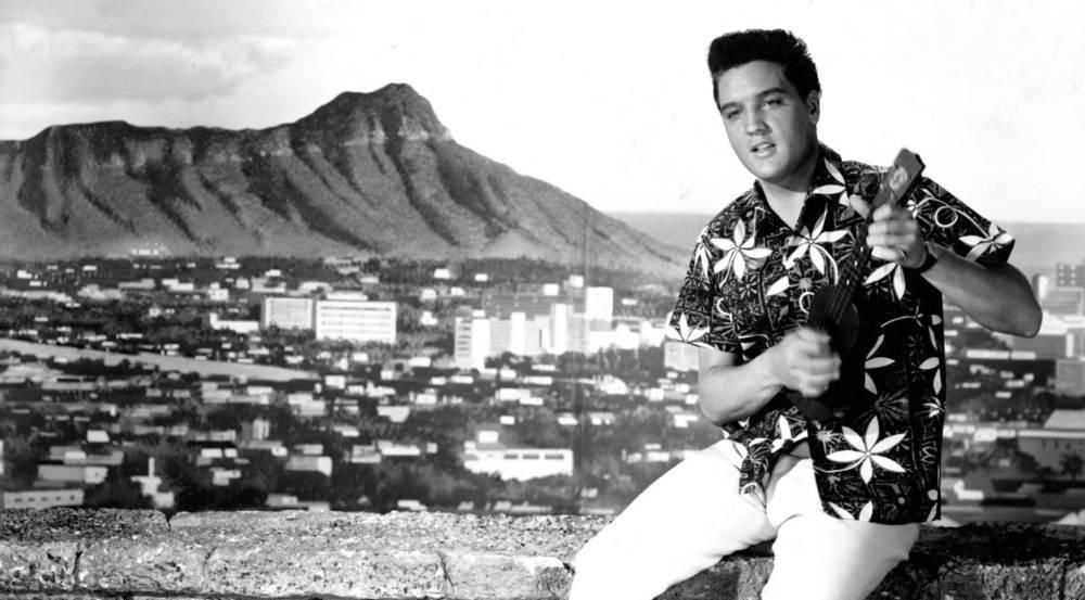 """Hawaiihemd und Ukulele: So wie in """"Blaues Hawaii"""" sahen Zuschauer und Filmbosse Elvis am liebsten"""