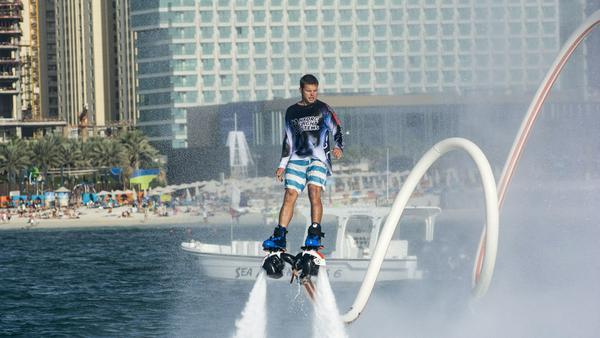 Besonderes Reiseerlebnis: Water Jetpack-Abenteuer in Dubai