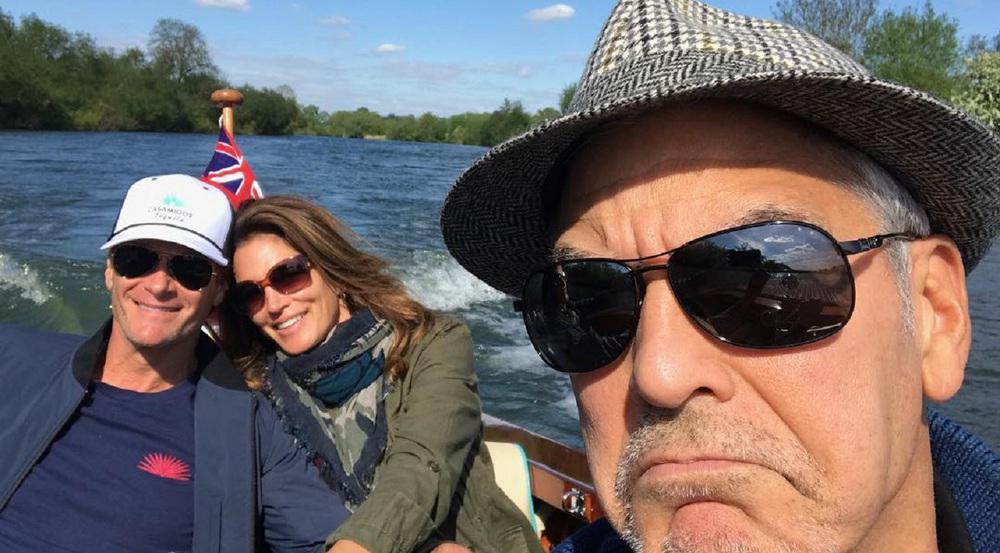 Warum so grimmig? George Clooney und seine Gäste auf der Themse