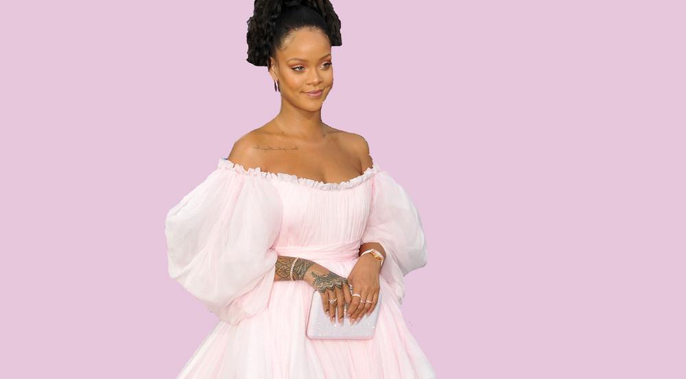 Rihanna trägt ein Prinzessinnenkleid in Millennial Pink