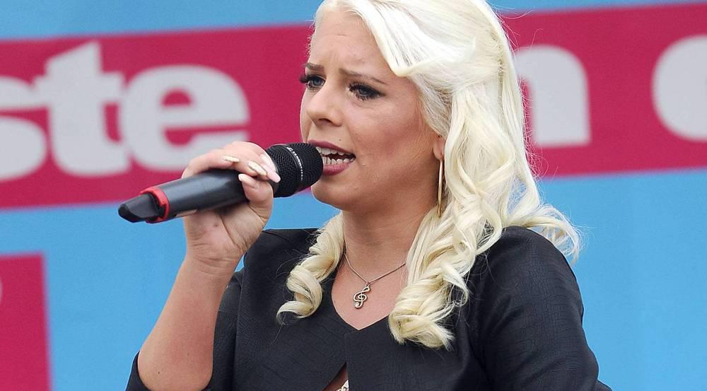 Sängerin Jenny Frankhauser bei einem Auftritt