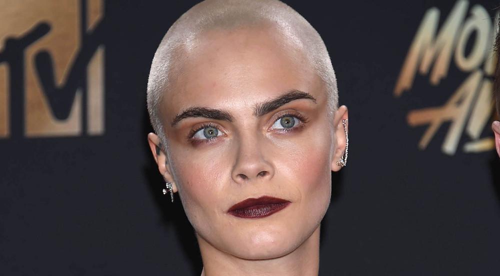 Cara Delevingne macht ihre raspelkurzen Haare Red-Carpet-tauglich