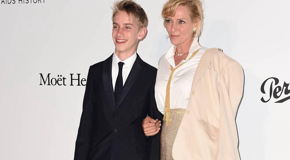 Uma Thurman mit ihrem Sohn Levon auf dem roten Teppich