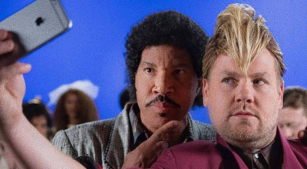 Lionel Richie (links) und James Corden in Retro-Optik