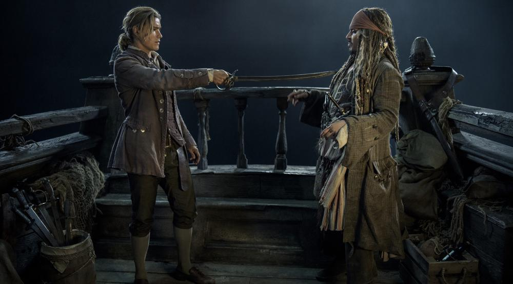 Henry Turner (Brenton Thwaites, l.) mit Captain Jack Sparrow (Johnny Depp) in