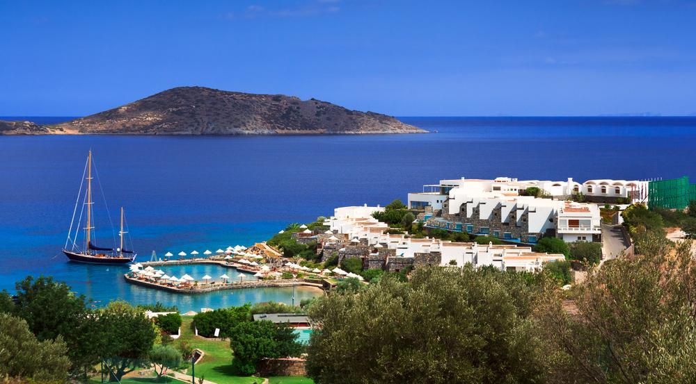 Luxus-Urlaub vor malerischer Kulisse bietet die Mirabello Bucht ihren Gästen