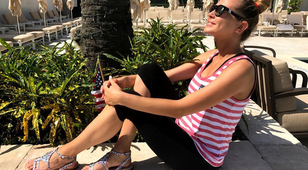 Alessandra Meyer-Wölden ist offensichtlich Sonnen- und Sandalen-Fan