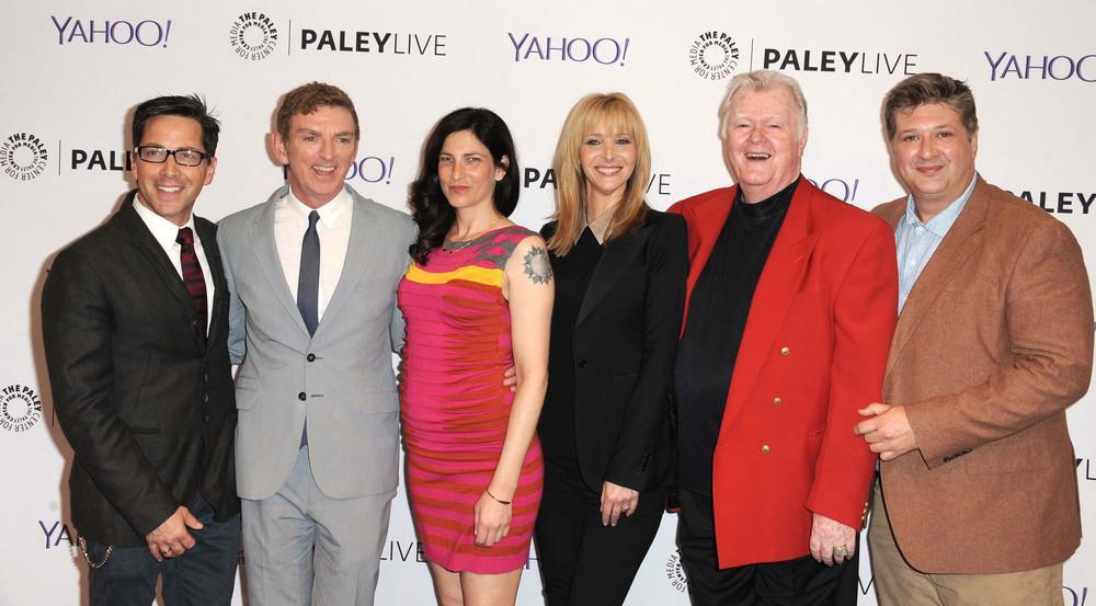 Robert Michael Morris (rotes Sakko) mit Lisa Kudrow (in Schwarz) bei der Premiere von