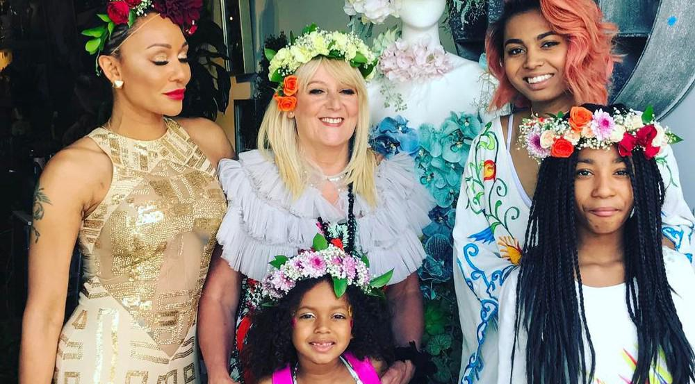 Mel B (l.) feiert ihren Geburtstag mit ihrer Familie