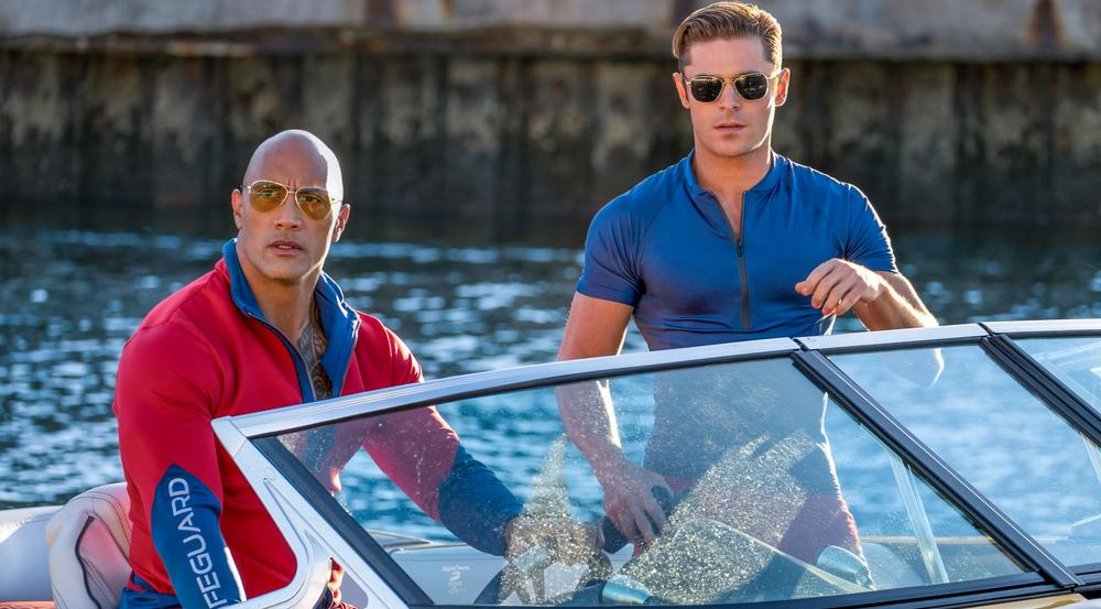Dwayne Johnson (l.) als Mitch Buchannon und Zac Efron als Matt Brody in