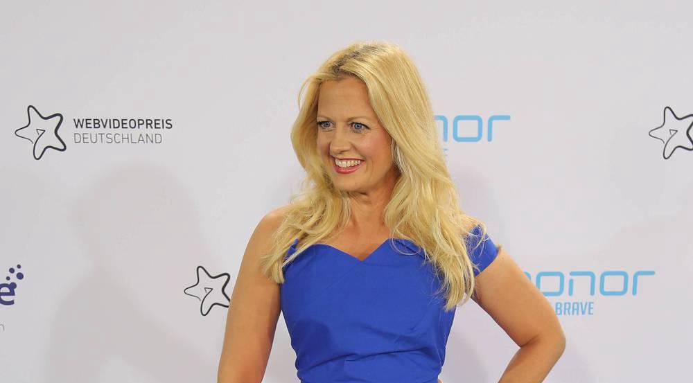 Barbara Schöneberger in ihrem bunten Outfit des Webvideopreises