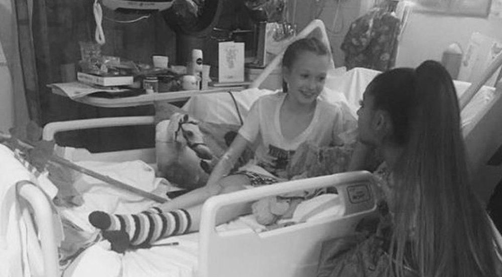 Ariana Grande stattet einem jungen Fan einen Besuch im Krankenhaus ab