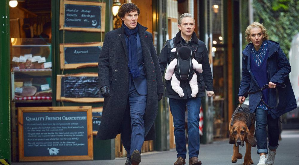 Sherlock (Benedict Cumberbatch, l.), Dr. Watson (Martin Freeman) und seine Frau Mary (Amanda Abbington)