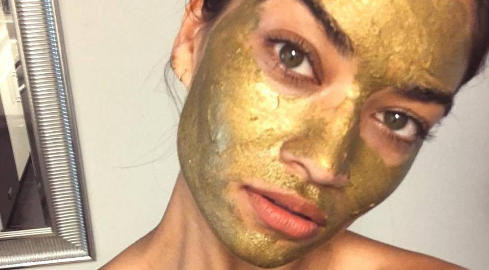 Shanina Shaik gönnt sich ab und an eine wohltuende Gesichtsmaske