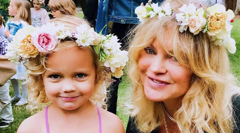 Haben sich für ihre Abschlussfeier herausgeputzt: Goldie Hawn und ihre Enkelin Rio
