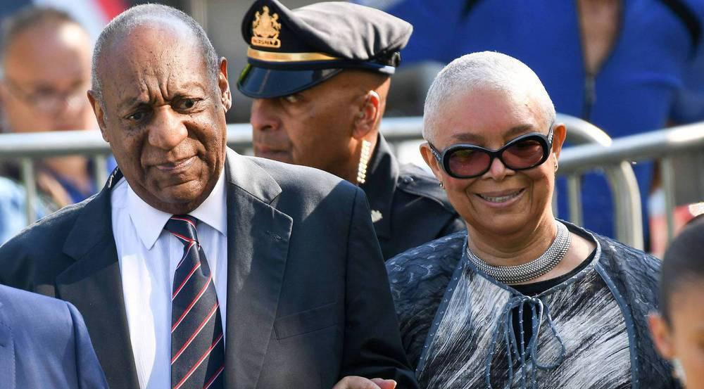 Ein denkwürdiges Bild: Bill Cosby und Ehefrau Camille am Montag auf dem Weg zum Gericht