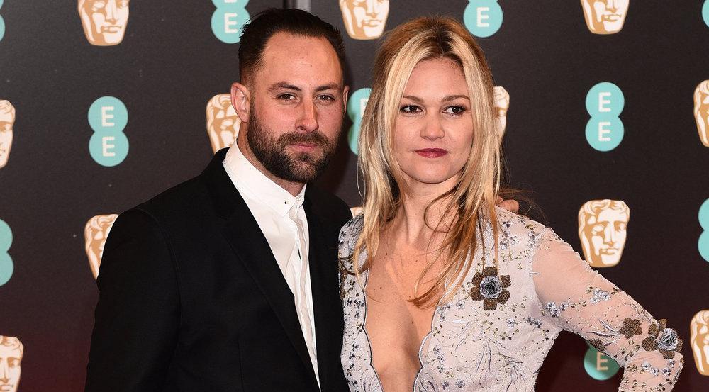 Julia Stiles und Preston J. Cook im Februar bei den BAFTA-Awards