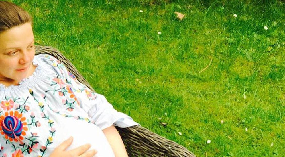 Annett Louisan zeigt ihre Babykugel