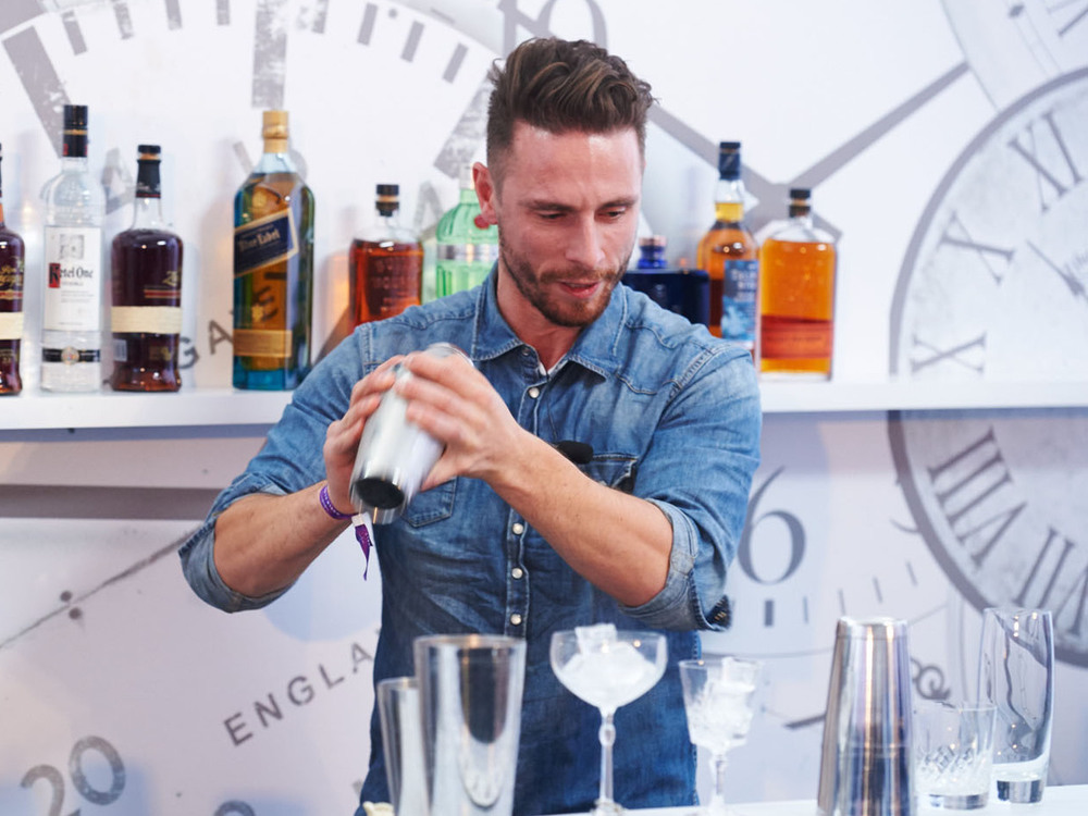 Luxusresorts: Weltklasse-Barkeeper: Entertainer in Luxusresorts ...