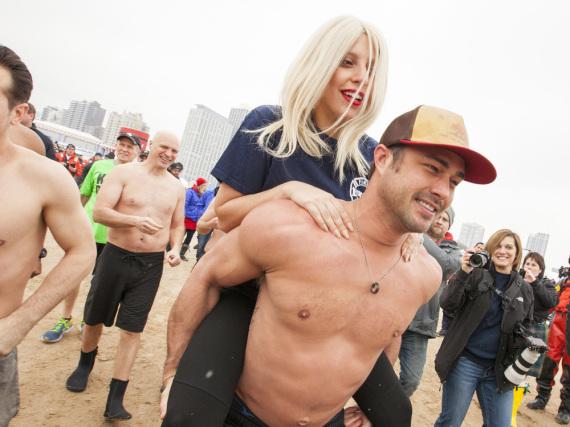 Auch Lady Gaga und ihr Partner Taylor Kinney genießen den Sommer