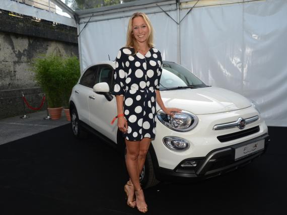 Christine Theiss farblich perfekt abgestimmt auf den Fiat X500