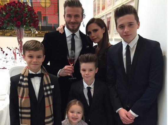 Die gesamte Familie Beckham auf einem Foto