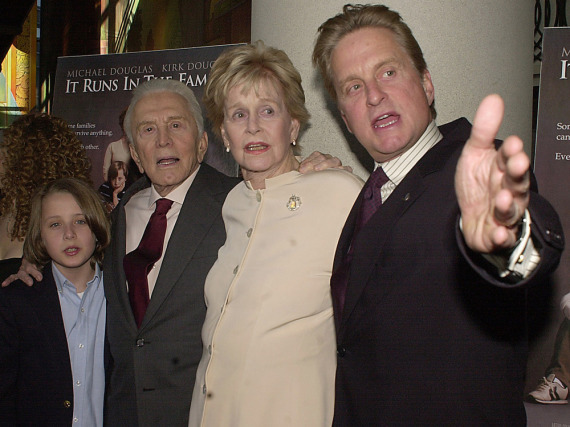 Kirk, Diana und Michael Douglas (v.l.n.r.) 2003 bei der Premiere von