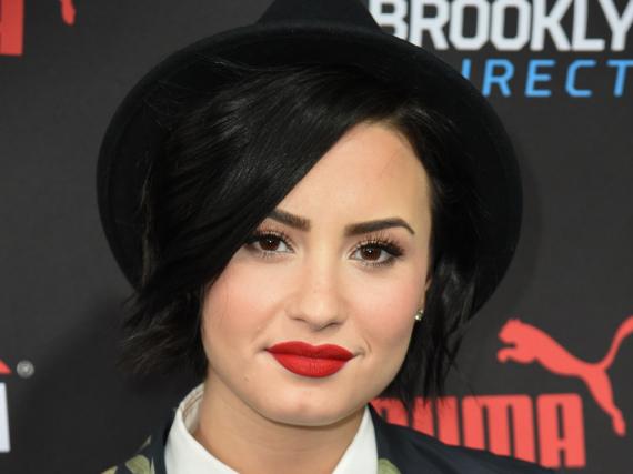 Sie kann auch anders: Auf dem roten Teppich beweist Demi Lovato Standhaftigkeit