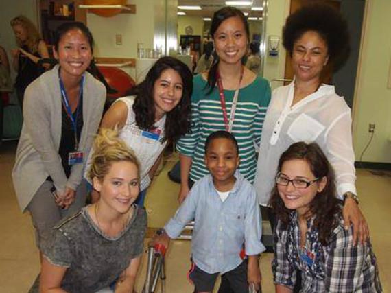 Jennifer Lawrence (links unten) zu Besuch im
