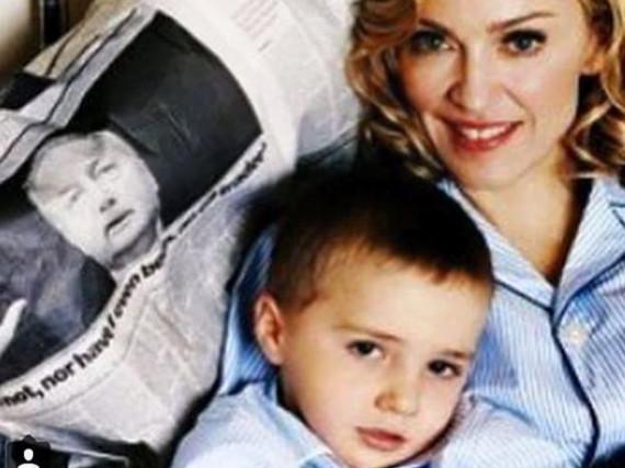 Madonna mit Söhnchen Rocco. Das Bild ist schon ein paar Jahre alt.