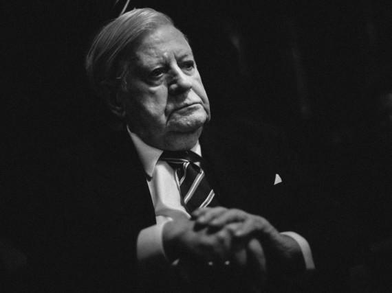Helmut Schmidt ist am 10. November 2015 im Alter von 96 Jahren verstorben