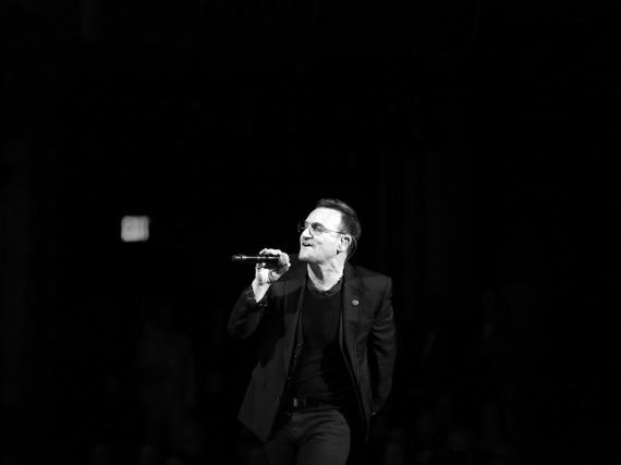U2 um Frontmann Bono haben ihr Konzert in Paris abgesagt