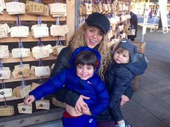 Shakira mit ihren Söhnen Milan (l.) und Sasha (r.)