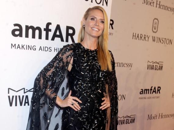 In Glitzer und neuer Frisur: Heidi Klum bei der amfAR-Gala in New York