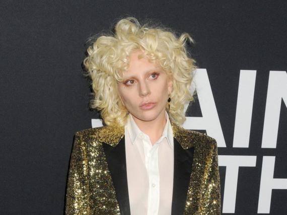 Wer hat Lady Gaga bei diesem Look nur beraten?