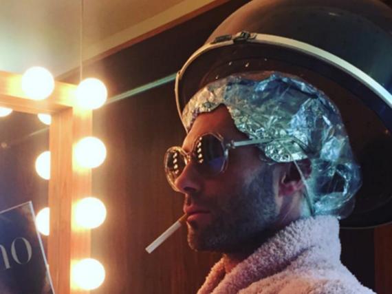 Auch Männer brauchen Zeit im Bad: Adam Levine bei seinen Vorbereitungen für die Grammys 2016