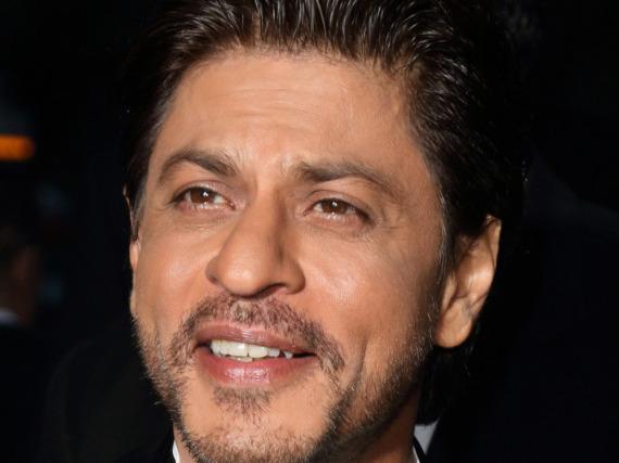 1988 schloss er an der Universität ab, jetzt hat Shah Rukh Khan endlich sein Zeugnis