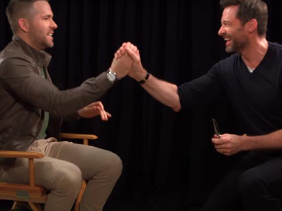 Von Superheld zu Superheld: Ryan Reynolds (li.) interviewt Hugh Jackman