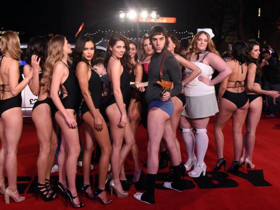 Sacha Baron Cohen erschien in Unterhose zur Premiere seines neuen Films